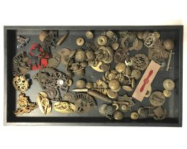 COLLECTION OF MILITARY BADGES & BUTTONS
