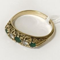 18CT GOLD DIAMOND & EMERALD RING - SIZE Q