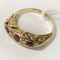 18CT GOLD RUBY & DIAMOND RING - SIZE L