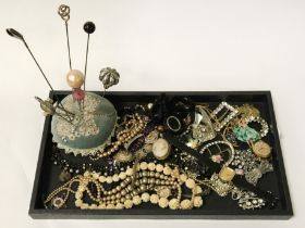 QTY OF COSTUME JEWELLERY & SOME SILVER (GOLD HAT PIN)