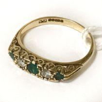 EMERALD & DIAMOND RING - SIZE Q