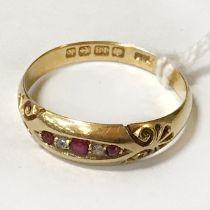 18CT GOLD RUBY & DIAMOND RING - SIZE Q