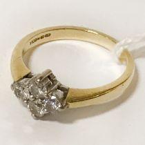 18CT GOLD & DIAMOND RING - SIZE M