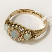 18CT GOLD DIAMOND & OPAL RING - SIZE L