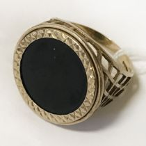 9CT GOLD RING BLACK STONE SIZE S 4.5G