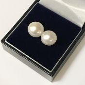 9CT GOLD LARGE PEARL STUD EARRINGS
