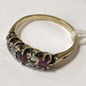 18CT YELLOW GOLD RUBY & DIAMOND RING - SIZE N