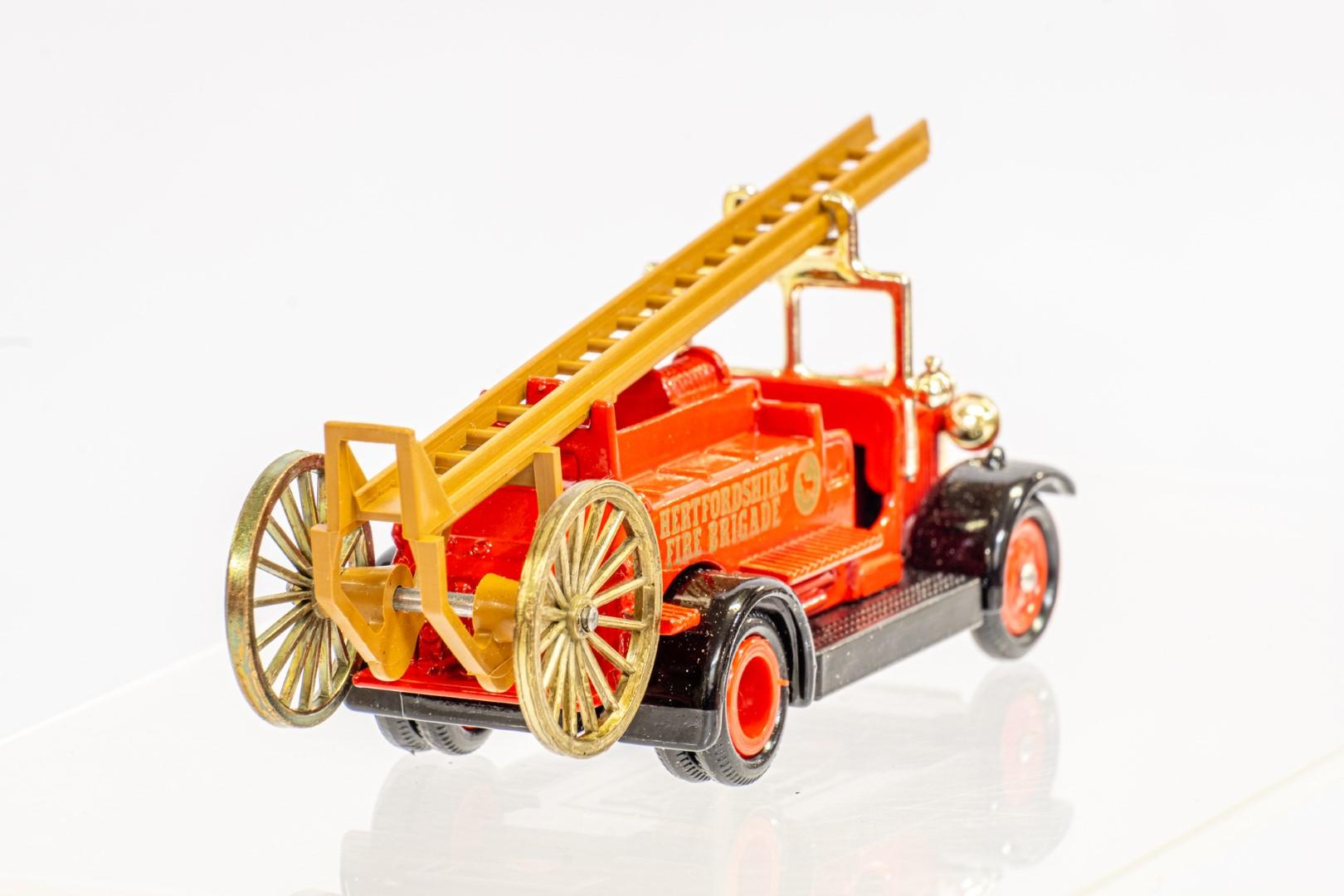 Lledo & Atlas AEC Regent III Fire Engine & Herts Fire Brigade - Image 11 of 11