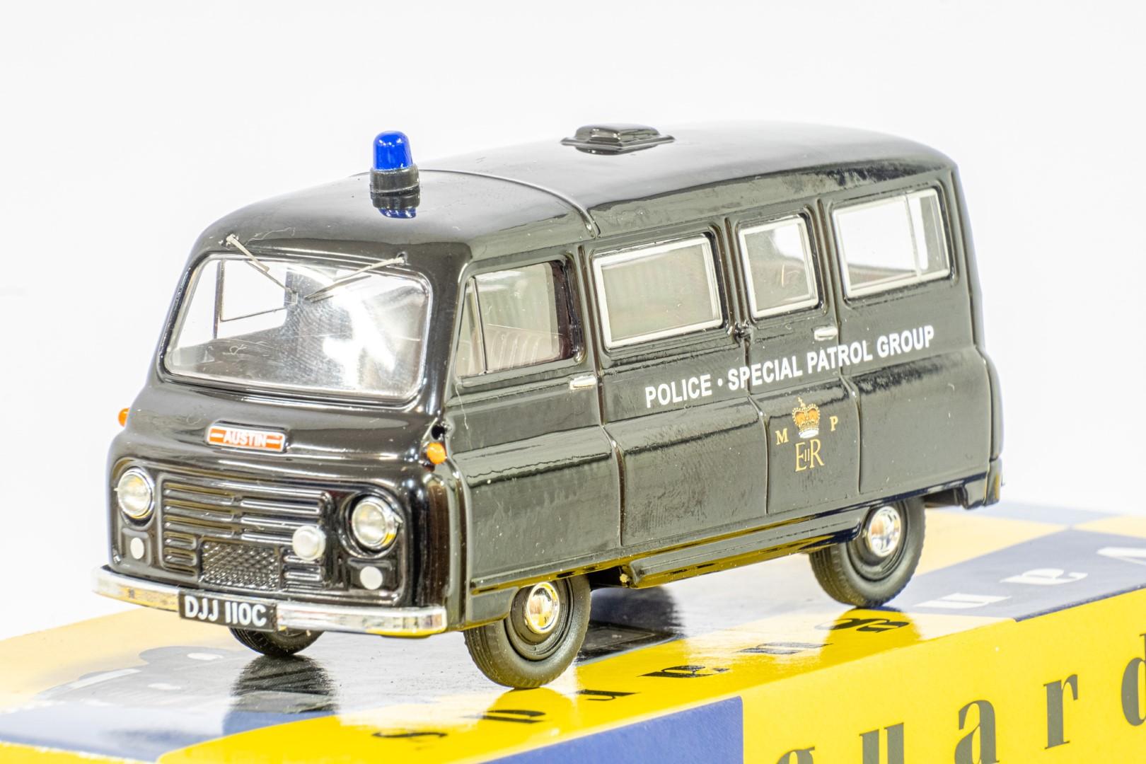 Vanguards Morris J2 Minibus - Metropolitan Police SPG - Image 5 of 6