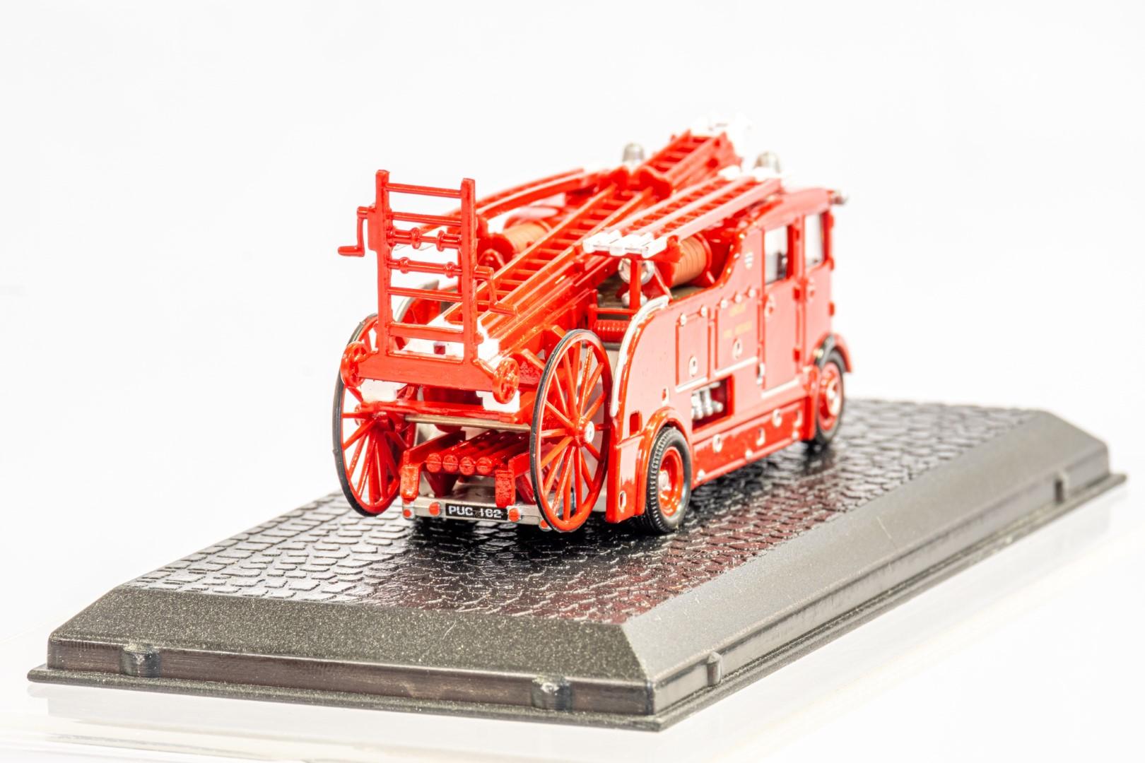 Lledo & Atlas AEC Regent III Fire Engine & Herts Fire Brigade - Image 5 of 11