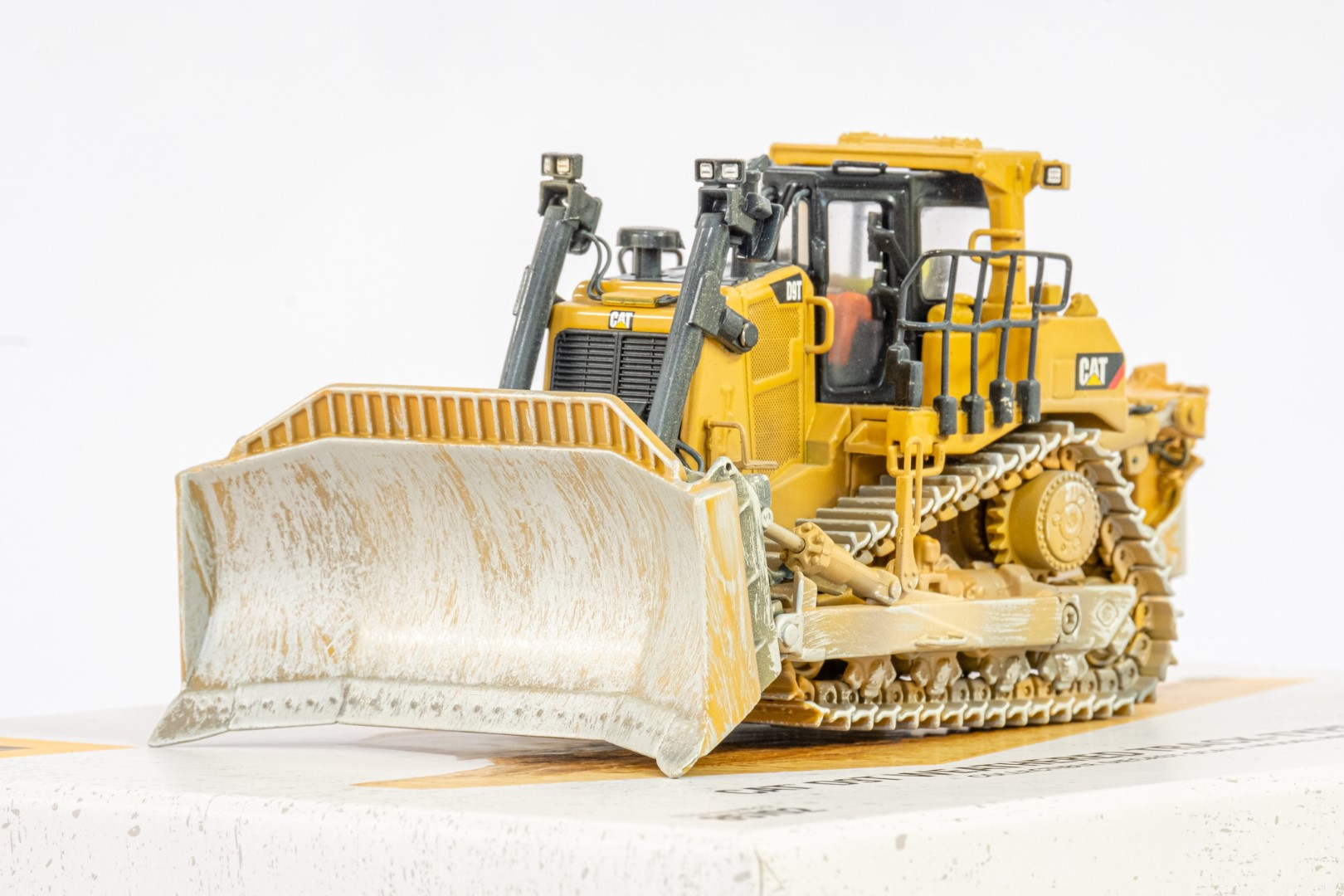 Diecast Masters CAT D9T Weathered Track Type Tractor - Mint condition - Image 3 of 4