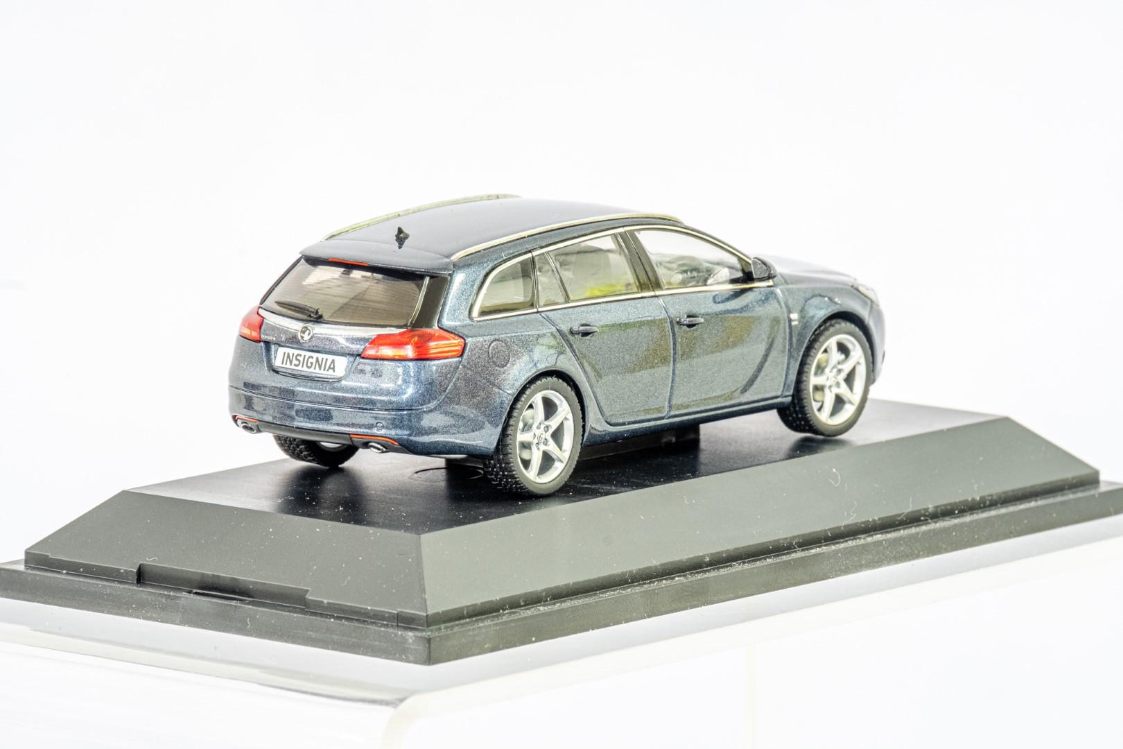 2 x Boxed Car Models - Vauxhall Zafira & Insignia - Image 4 of 7