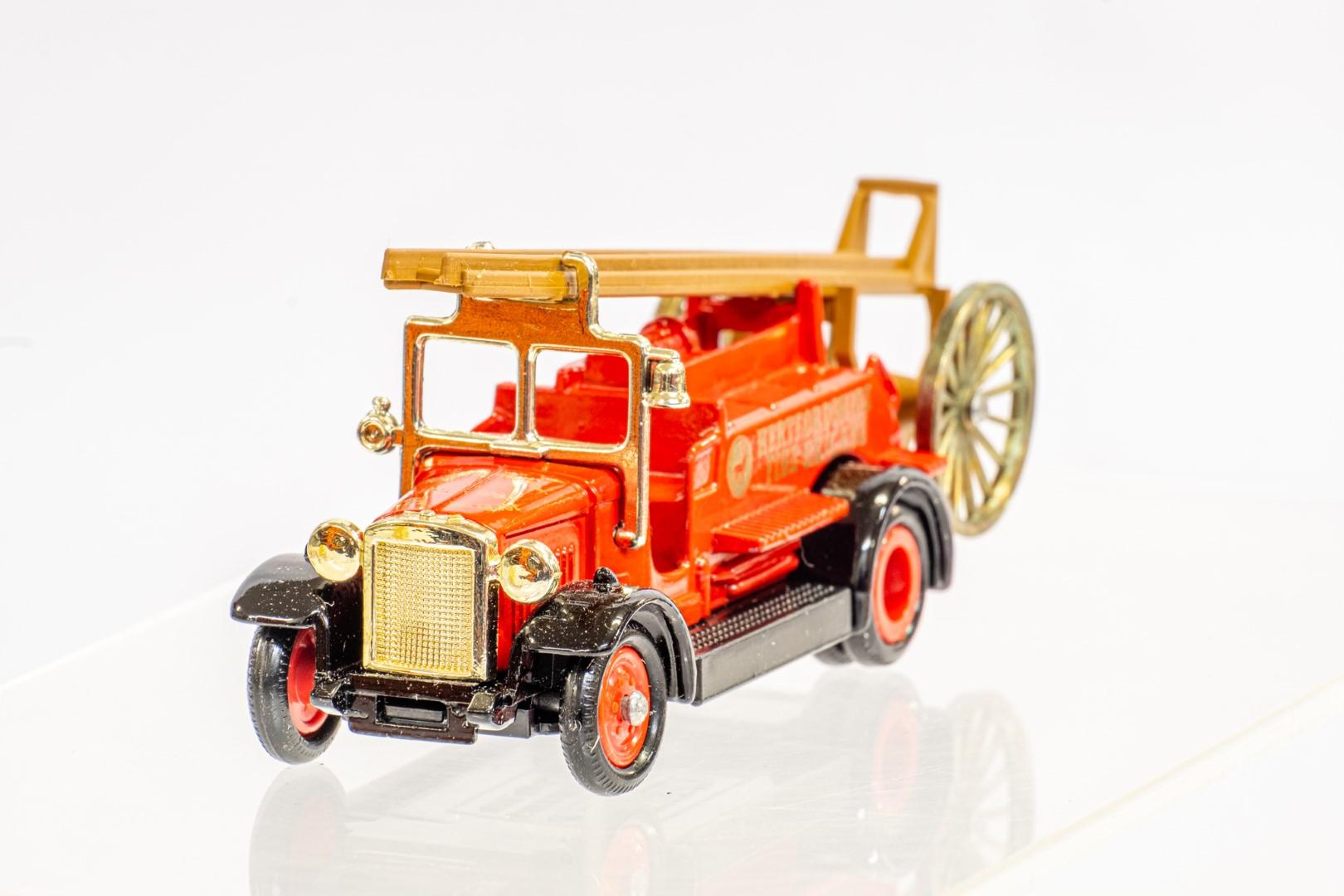 Lledo & Atlas AEC Regent III Fire Engine & Herts Fire Brigade - Image 10 of 11