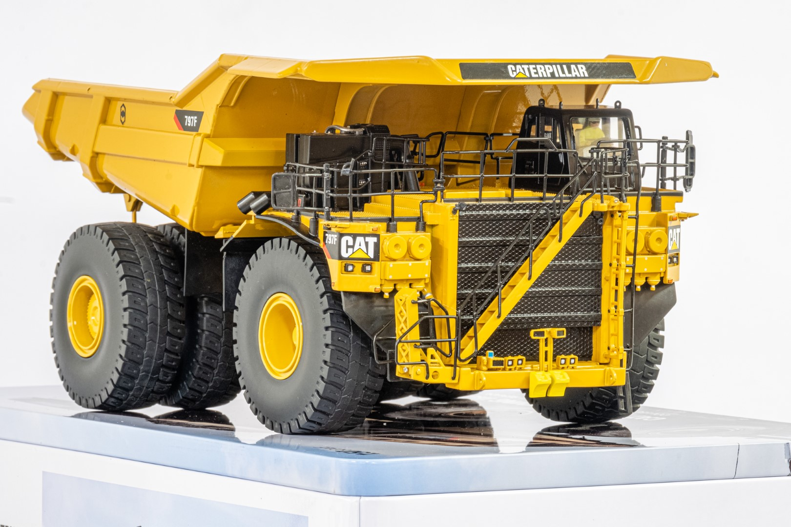 Diecast Masters CAT 797F Tier 4 Mining Truck - Mint condition - Image 6 of 6