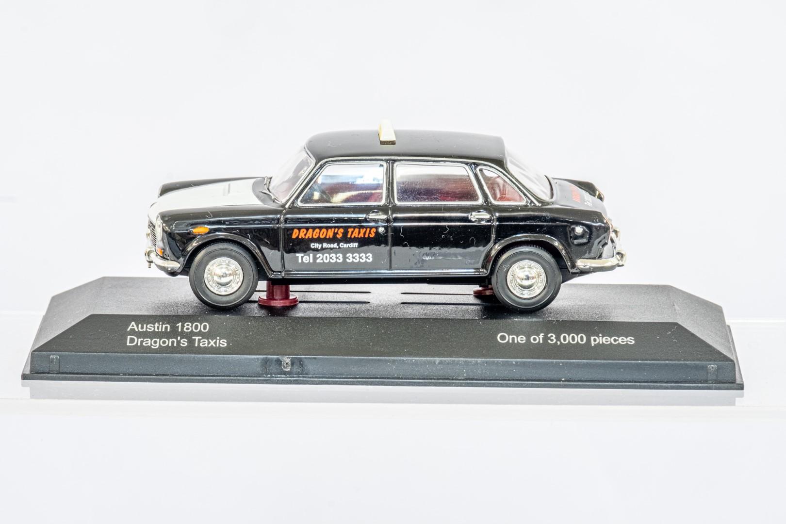 Vanguards Austin 1800 - Dragon's Taxis / Daimler Sovereign - Old English White - Image 3 of 3