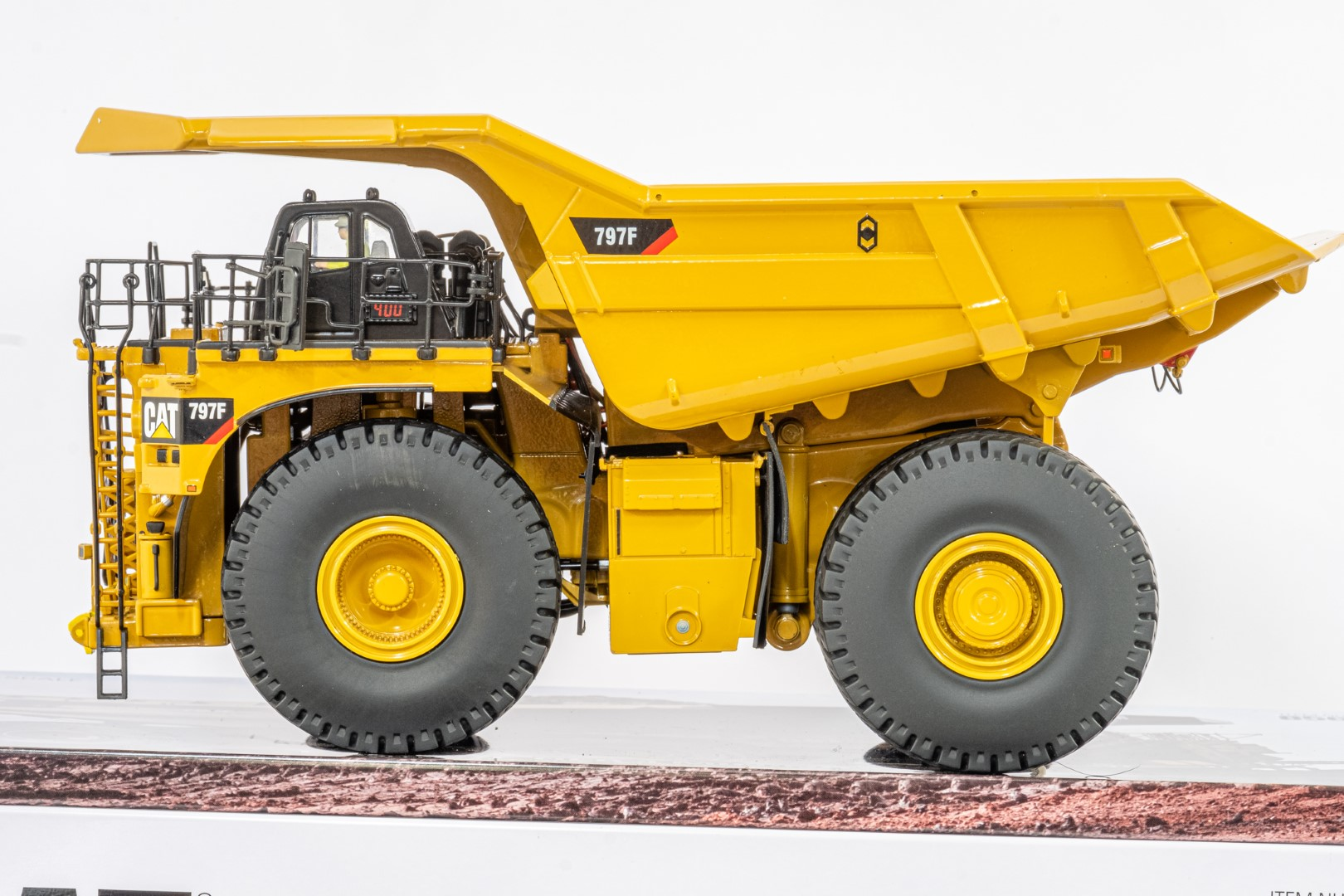 Diecast Masters CAT 797F Tier 4 Mining Truck - Mint condition - Image 2 of 6