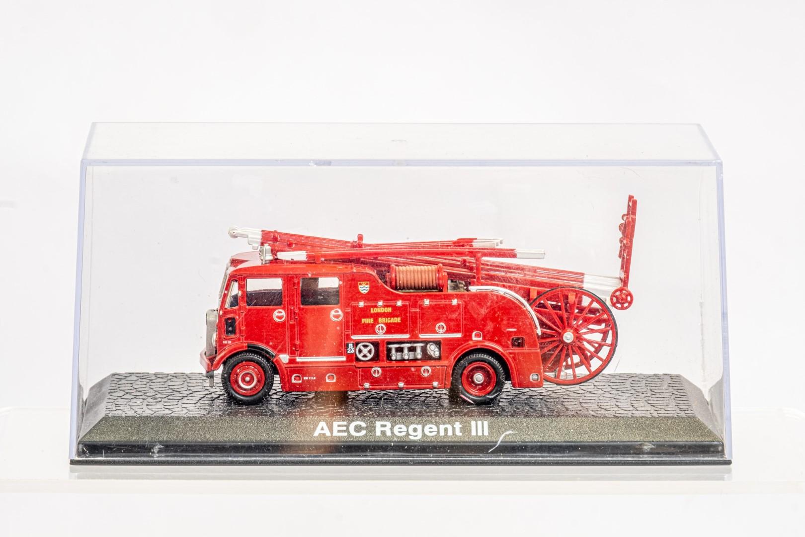 Lledo & Atlas AEC Regent III Fire Engine & Herts Fire Brigade - Image 2 of 11