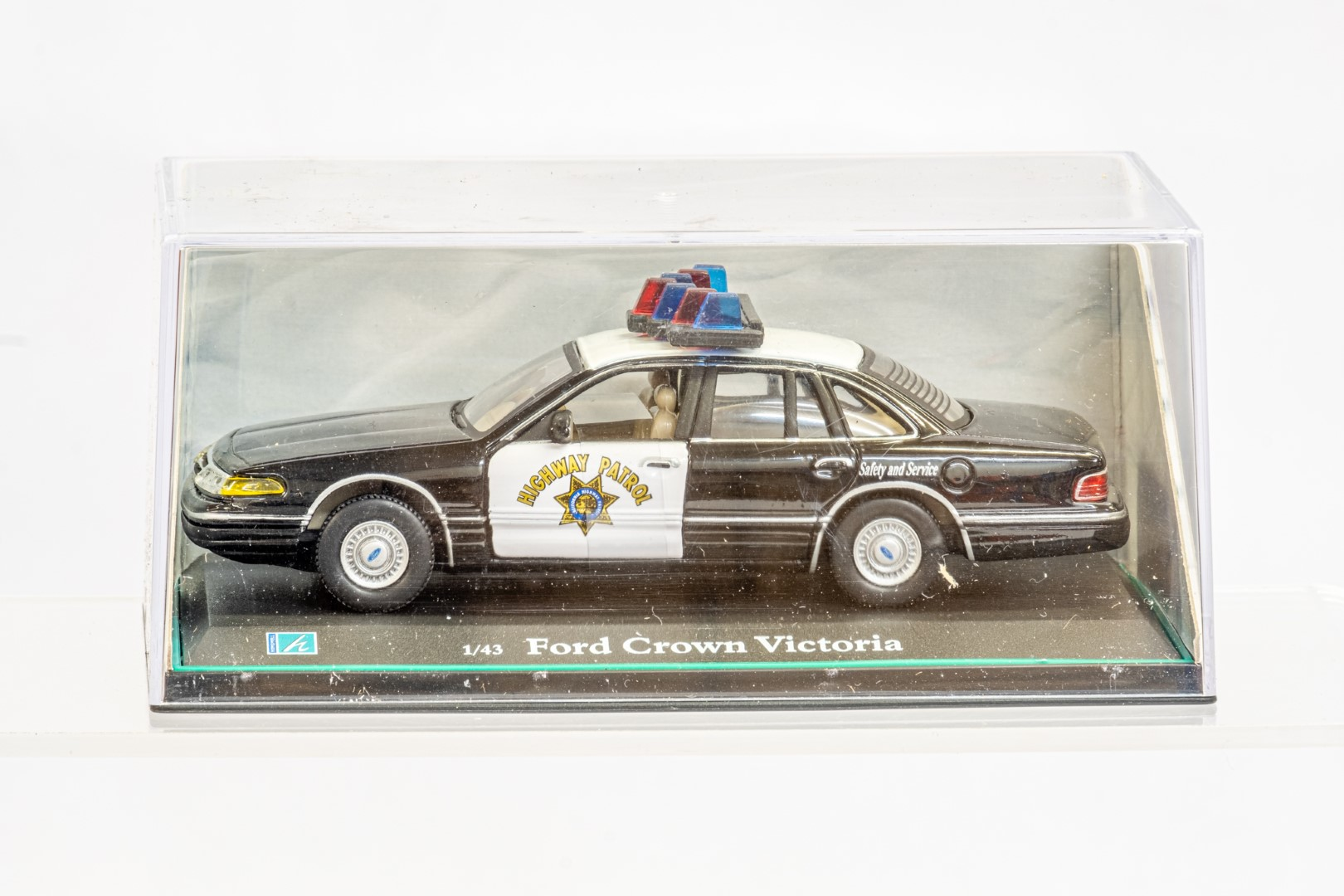 2 x American Police Cars - Image 5 of 12