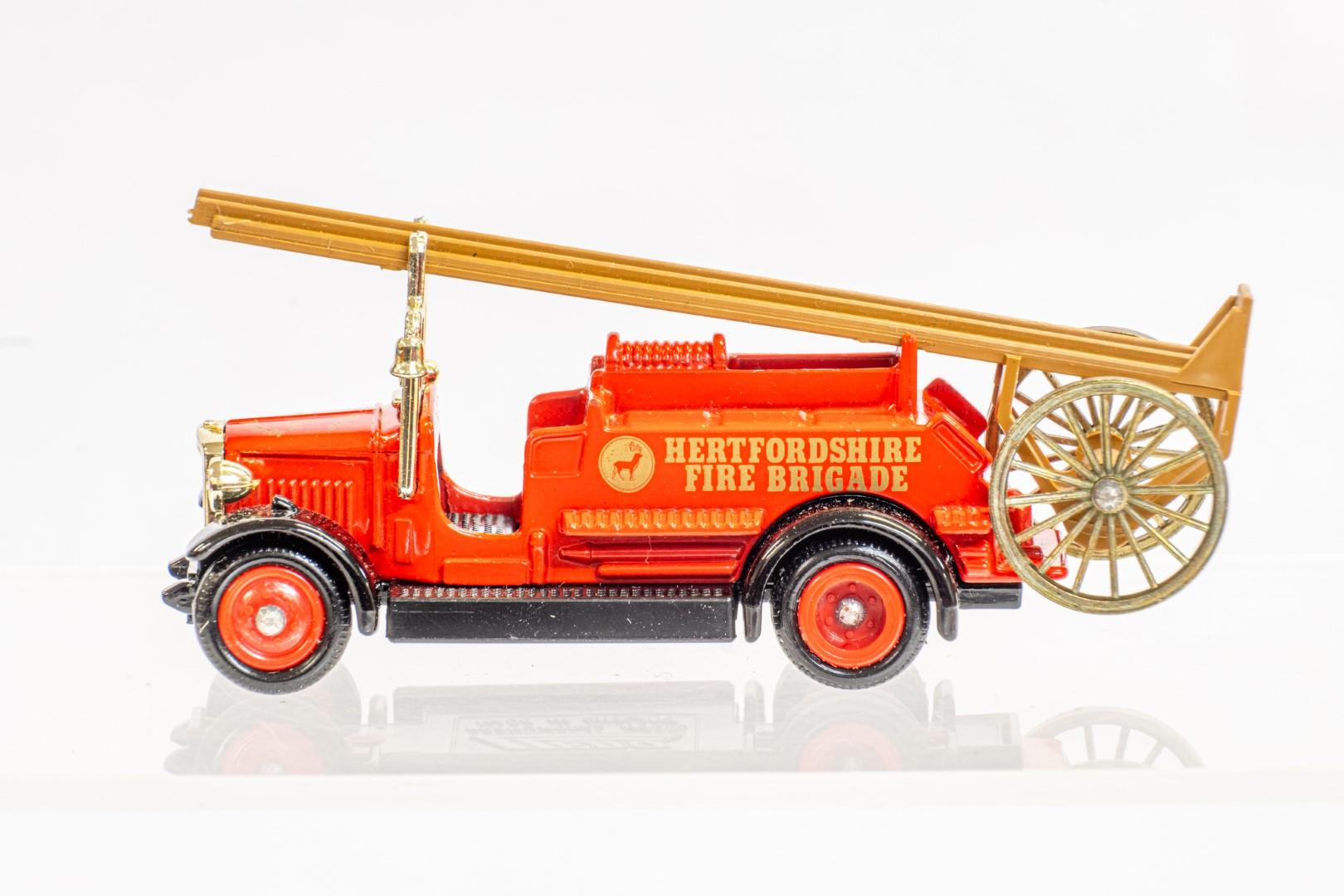 Lledo & Atlas AEC Regent III Fire Engine & Herts Fire Brigade - Image 9 of 11
