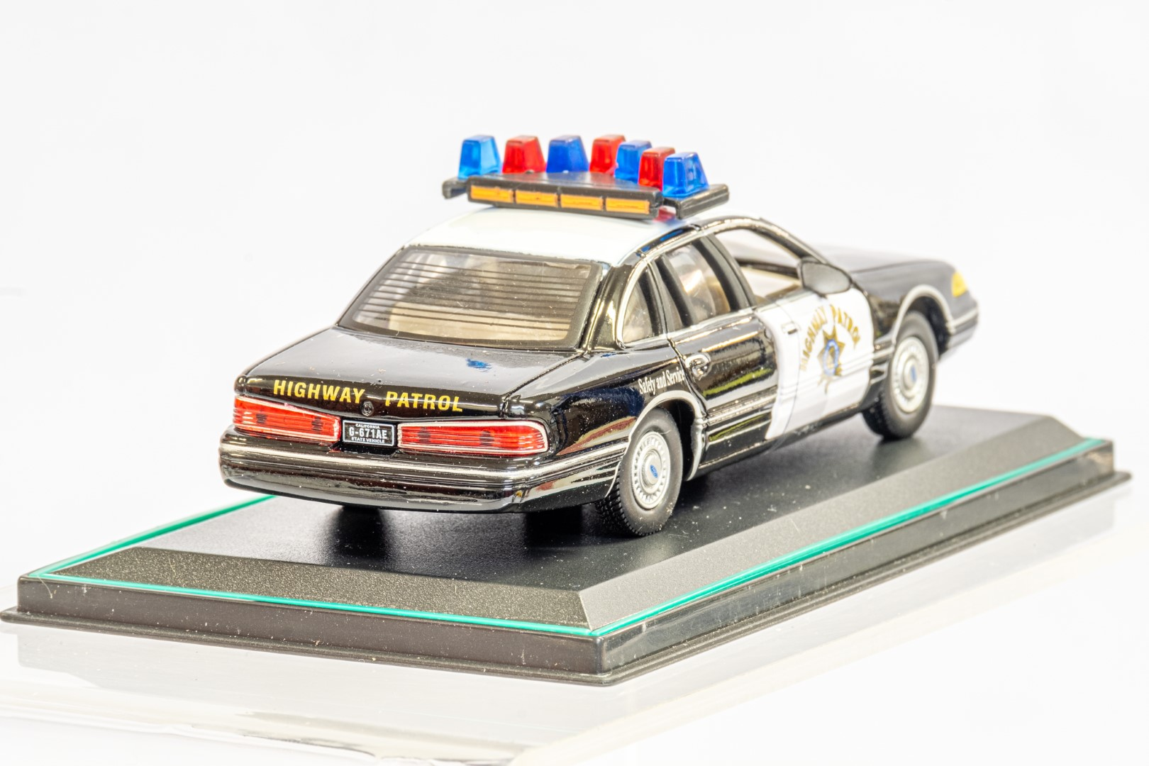 2 x American Police Cars - Image 7 of 12