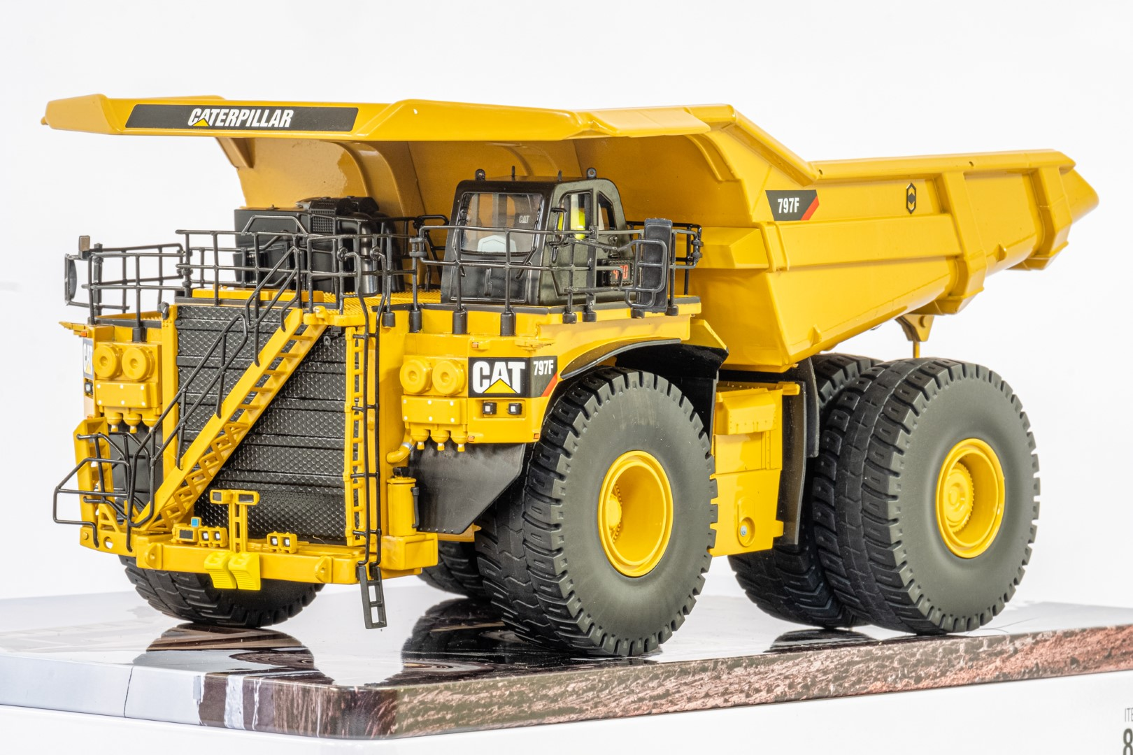 Diecast Masters CAT 797F Tier 4 Mining Truck - Mint condition - Image 3 of 6