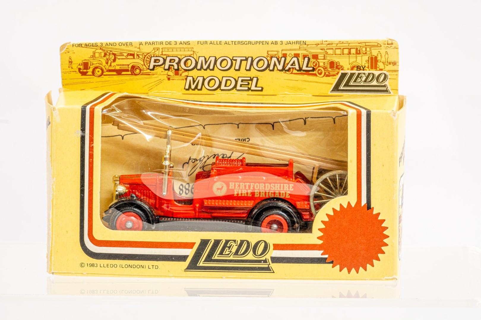 Lledo & Atlas AEC Regent III Fire Engine & Herts Fire Brigade - Image 6 of 11