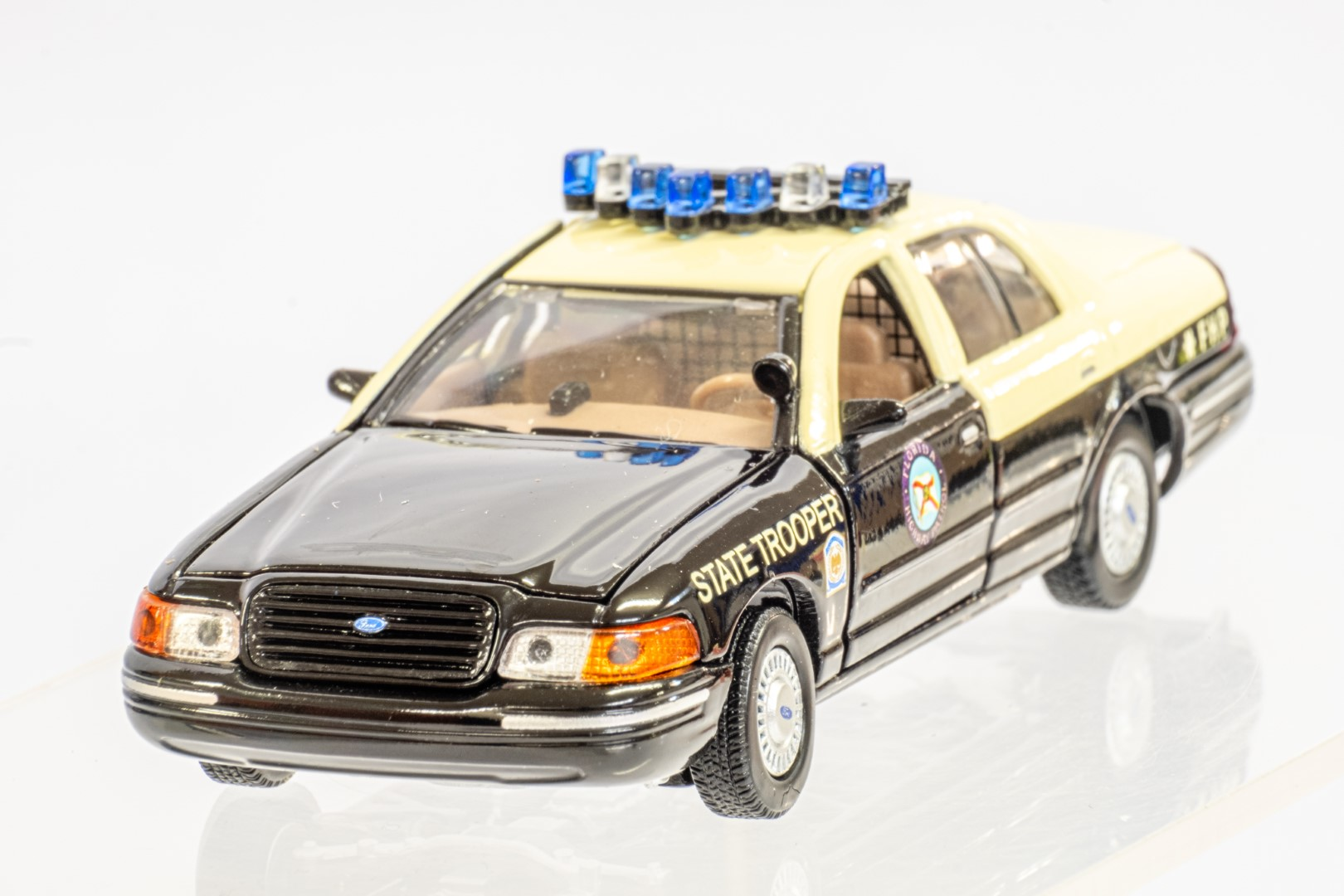 2 x American Police Cars - Image 11 of 12