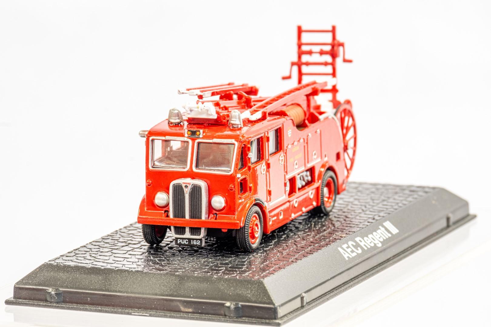 Lledo & Atlas AEC Regent III Fire Engine & Herts Fire Brigade - Image 4 of 11