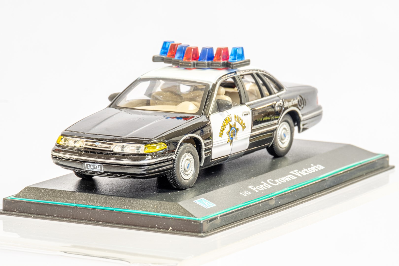 2 x American Police Cars - Image 6 of 12