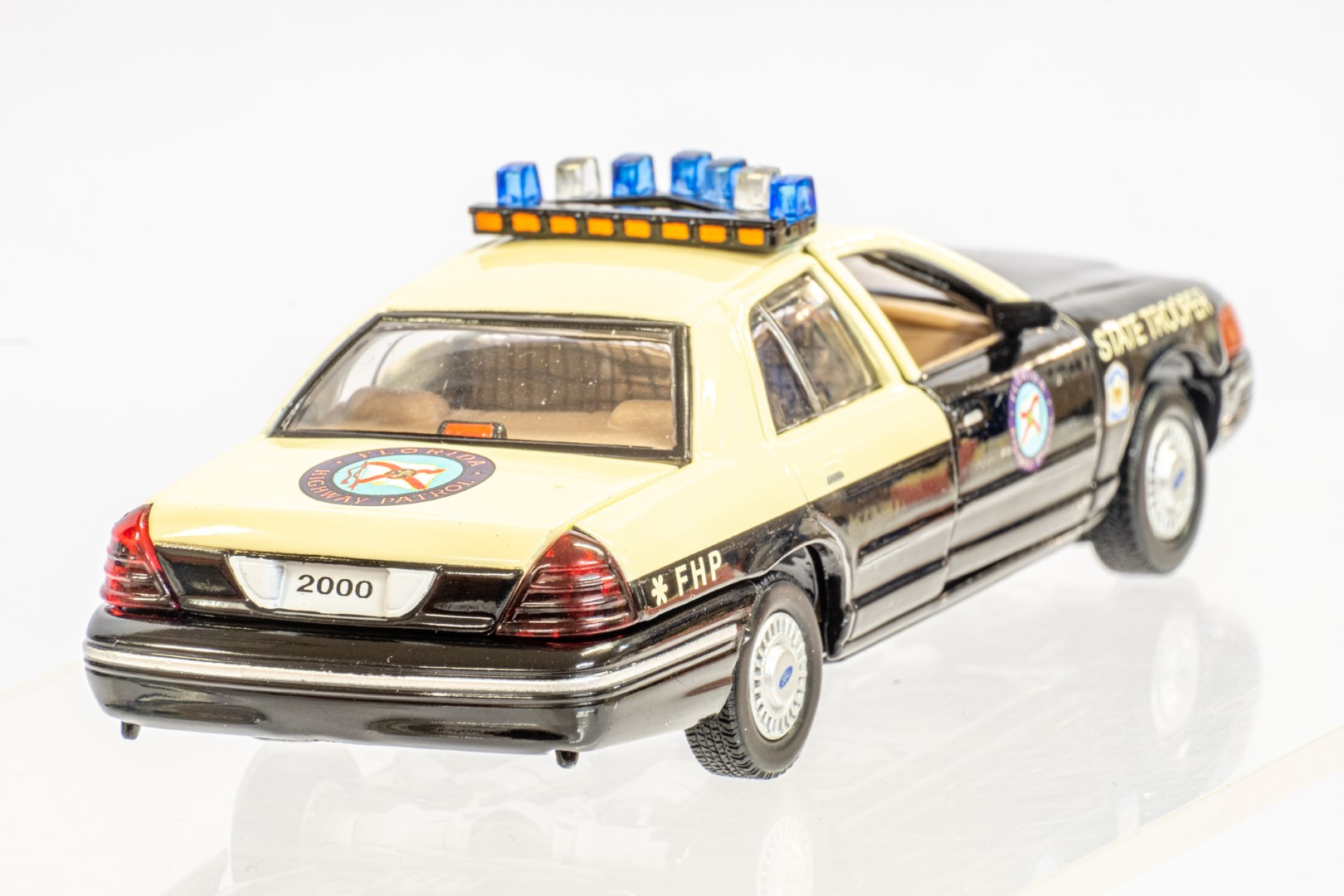 2 x American Police Cars - Image 12 of 12