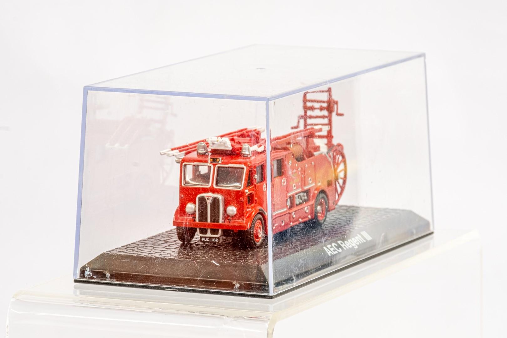 Lledo & Atlas AEC Regent III Fire Engine & Herts Fire Brigade - Image 3 of 11