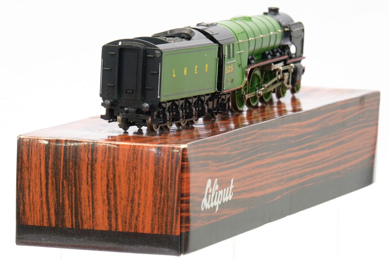Bachmann 31-525 Class A2 '525 A. H. Peppercorn' LNER Apple Green - Image 3 of 3