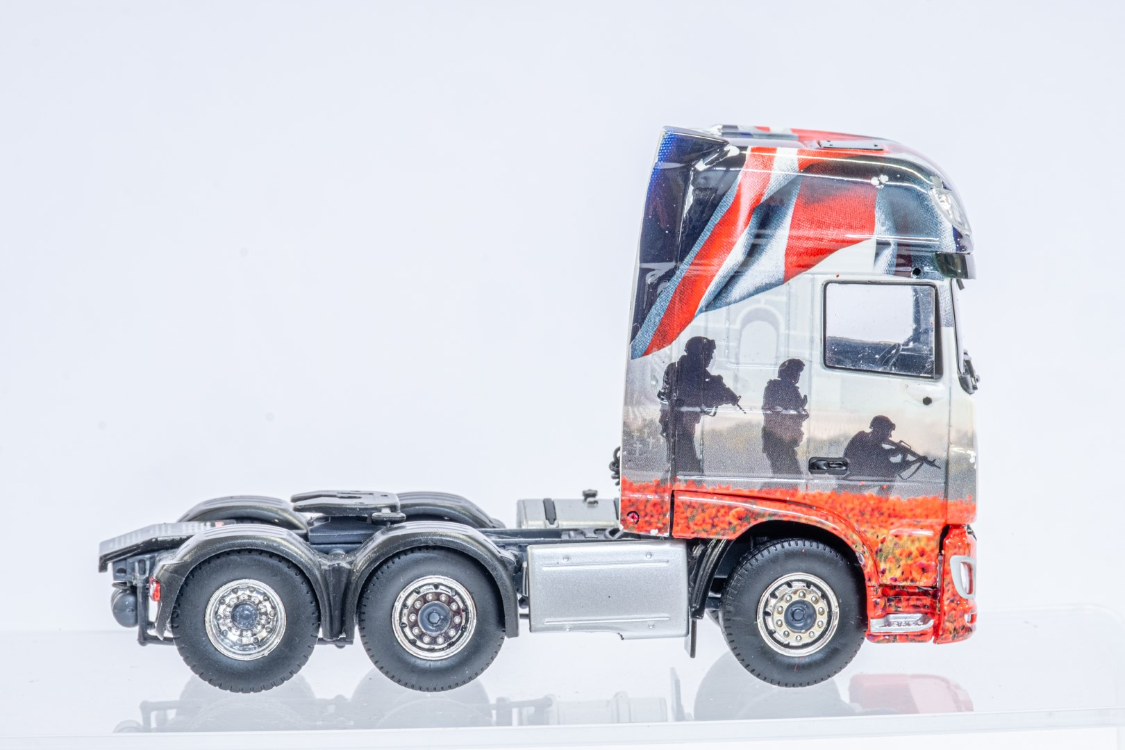 Tekno The Poppy Truck - DAF Tractor Unit In Gift Box - Image 7 of 9
