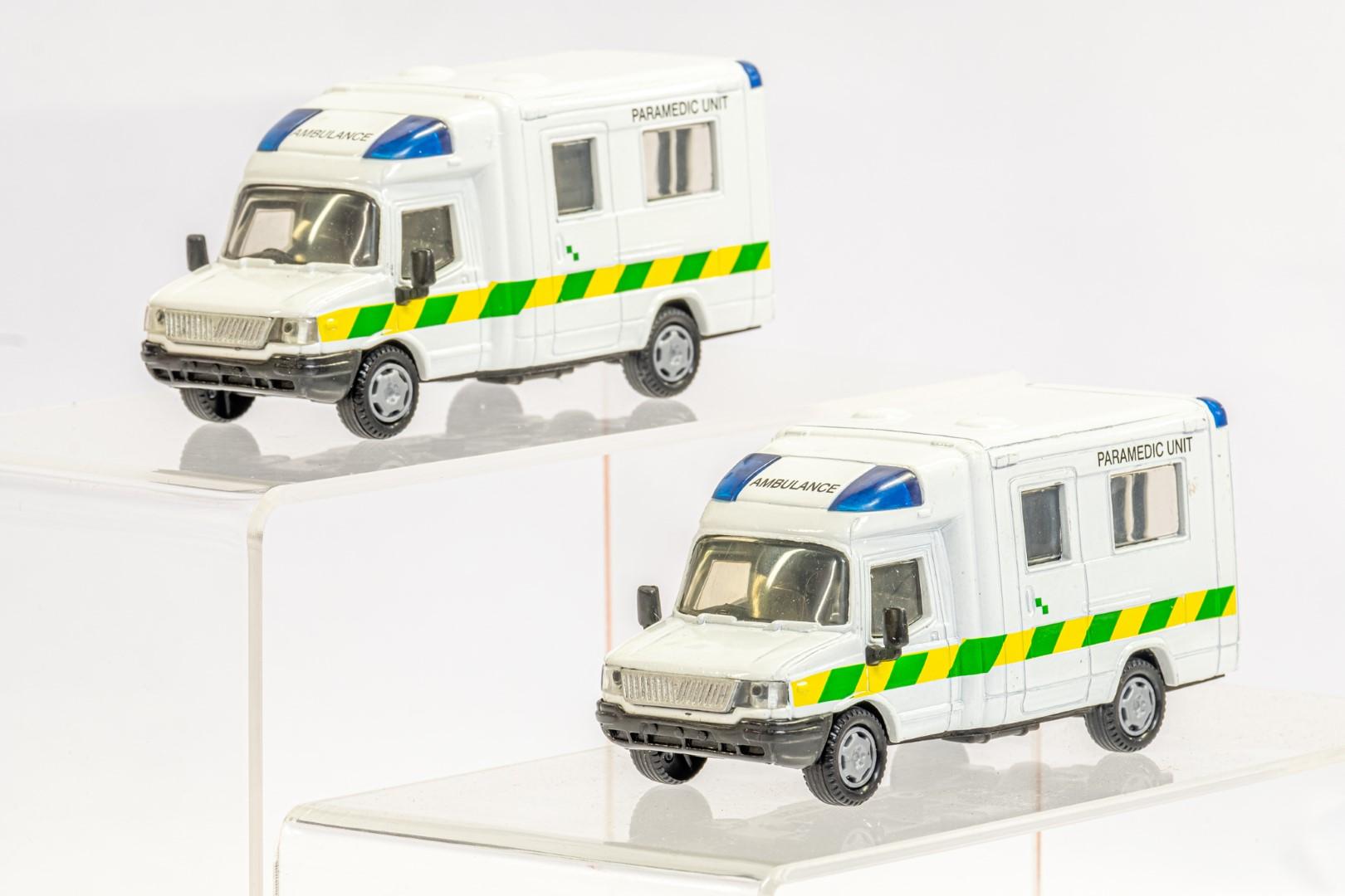 2 x London Ambulances - Unboxed - Image 2 of 3