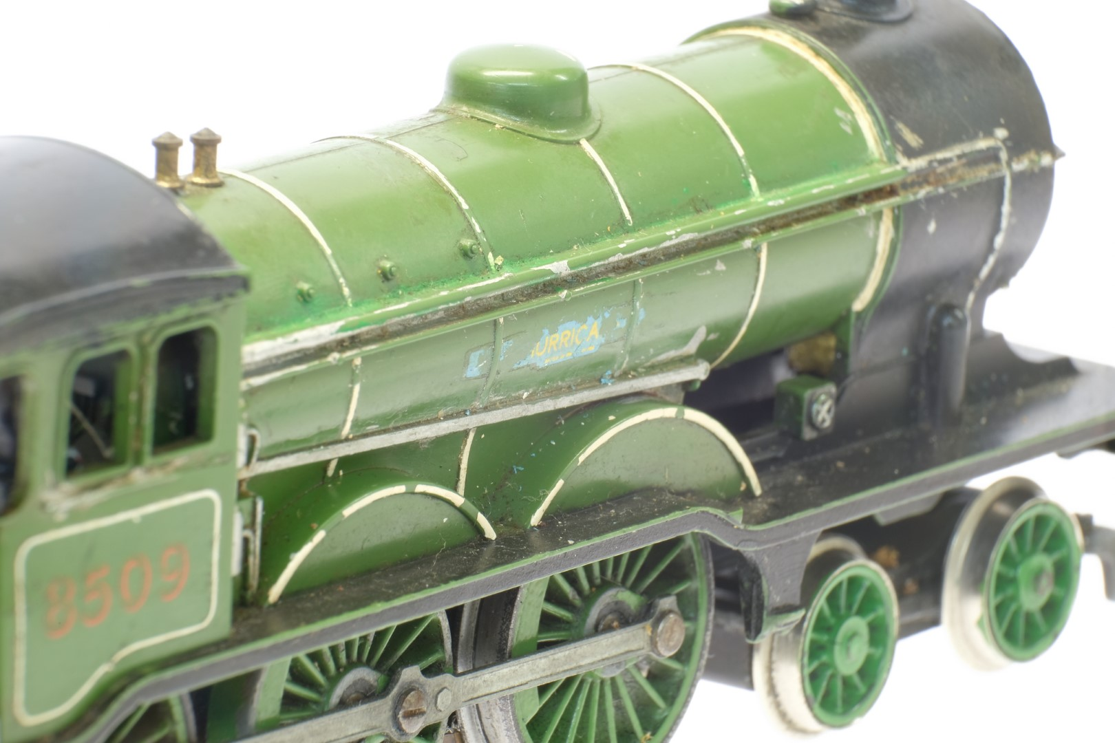 Hornby Class B12 4-6-0 8509 in LNER Green - No Box - Image 4 of 4
