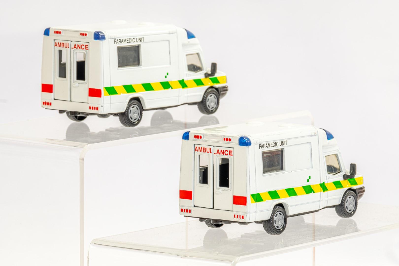 2 x London Ambulances - Unboxed - Image 3 of 3