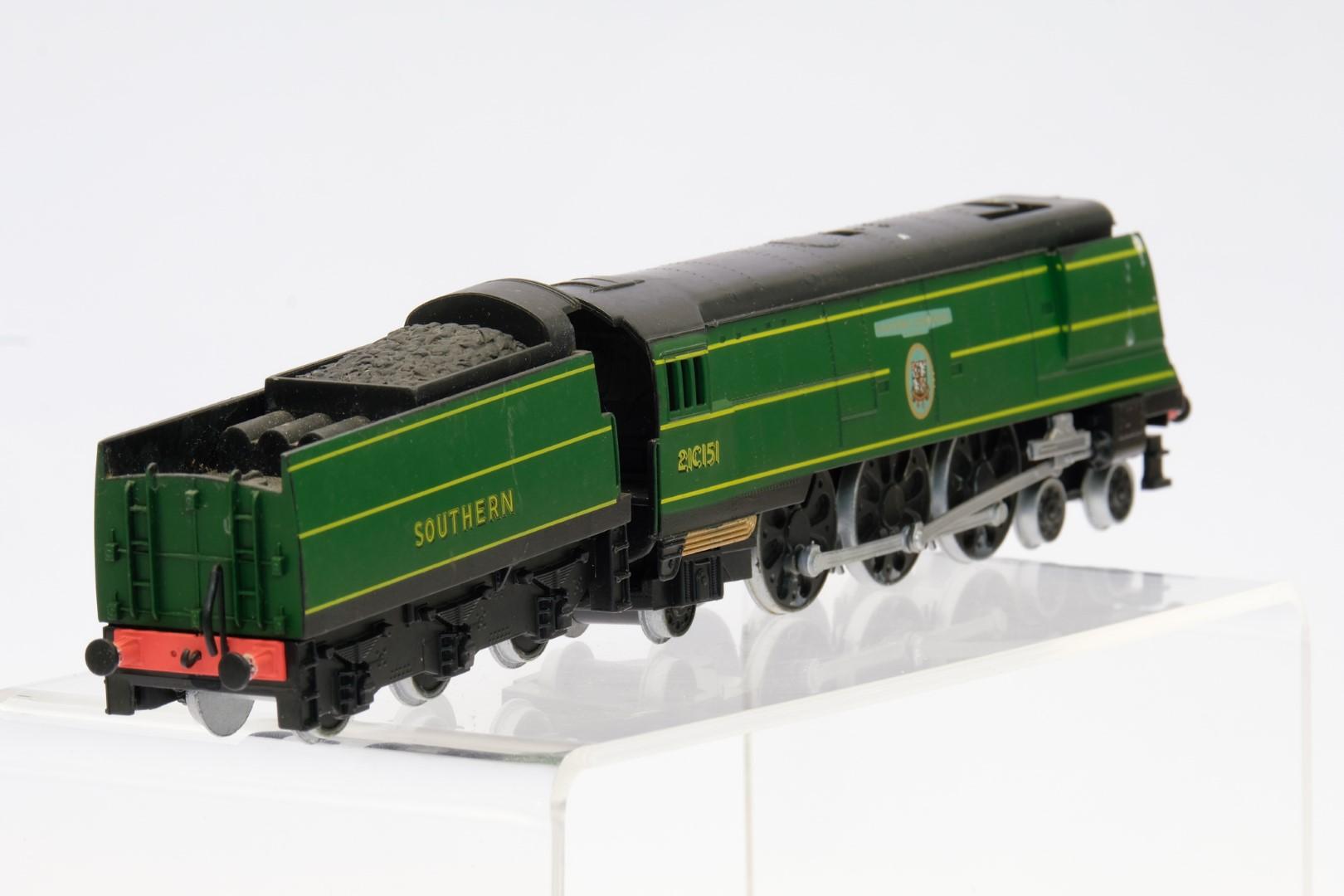 Winston Churchill Locomotive and Tender 21C151 - No Box - No Moving Parts - Image 3 of 4