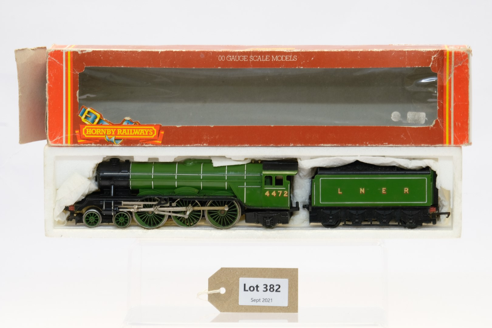 Hornby Class A1 4-6-2 Locomotive 4472 'Flying Scotsman' LNER Green
