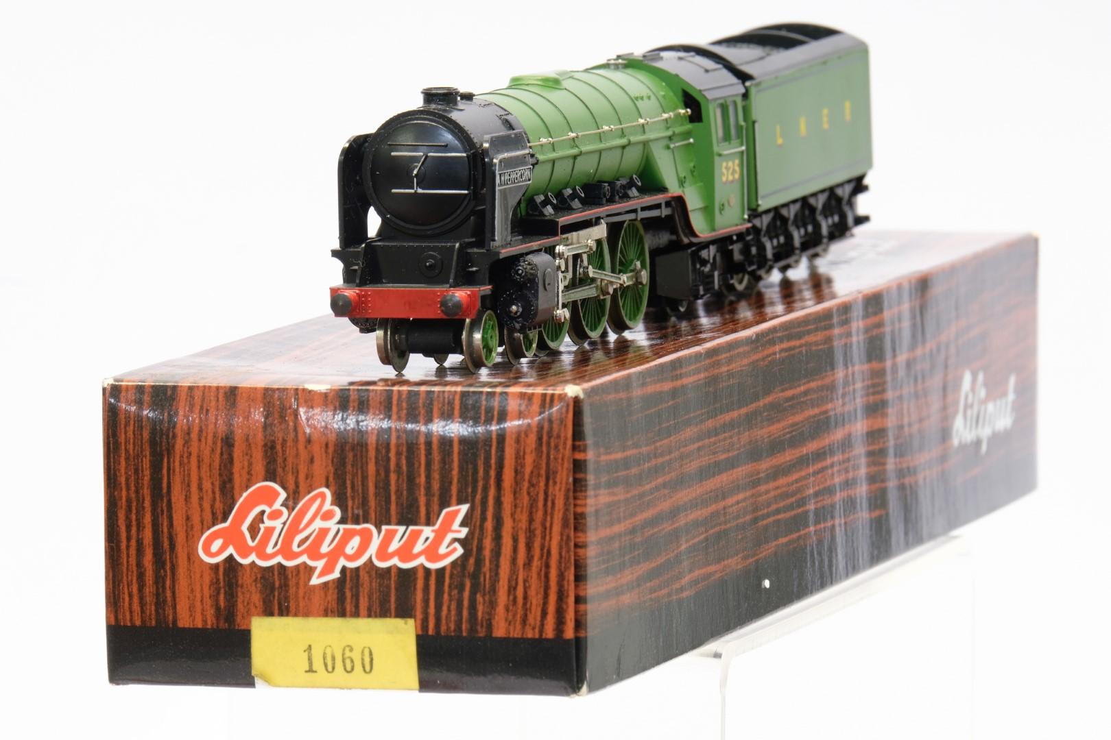 Bachmann 31-525 Class A2 '525 A. H. Peppercorn' LNER Apple Green - Image 2 of 3