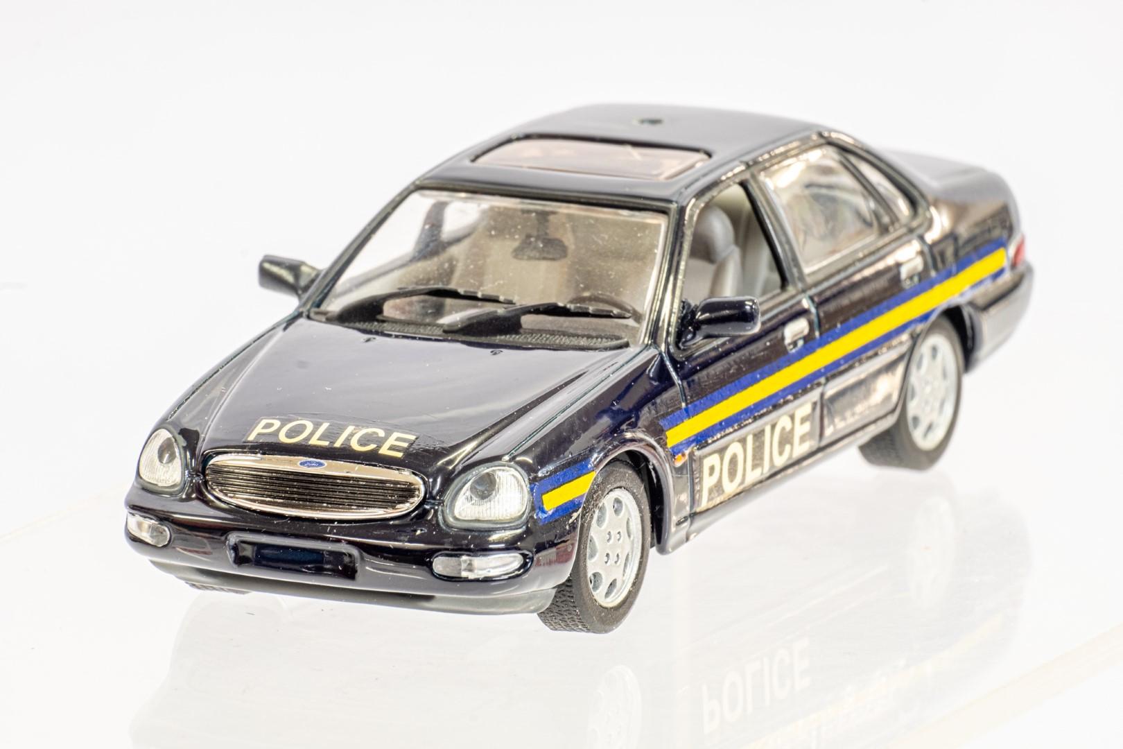 Automax Ford Granada - Police - Code 3 - Image 4 of 7