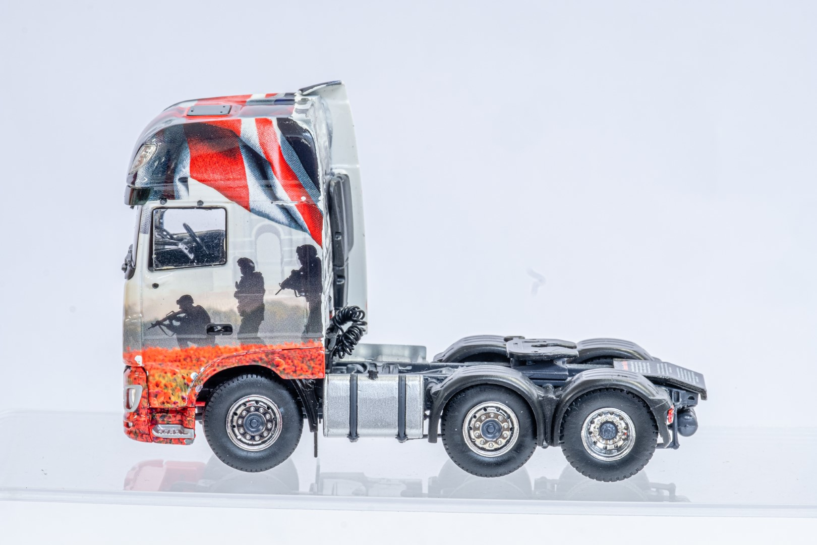 Tekno The Poppy Truck - DAF Tractor Unit In Gift Box - Image 5 of 9