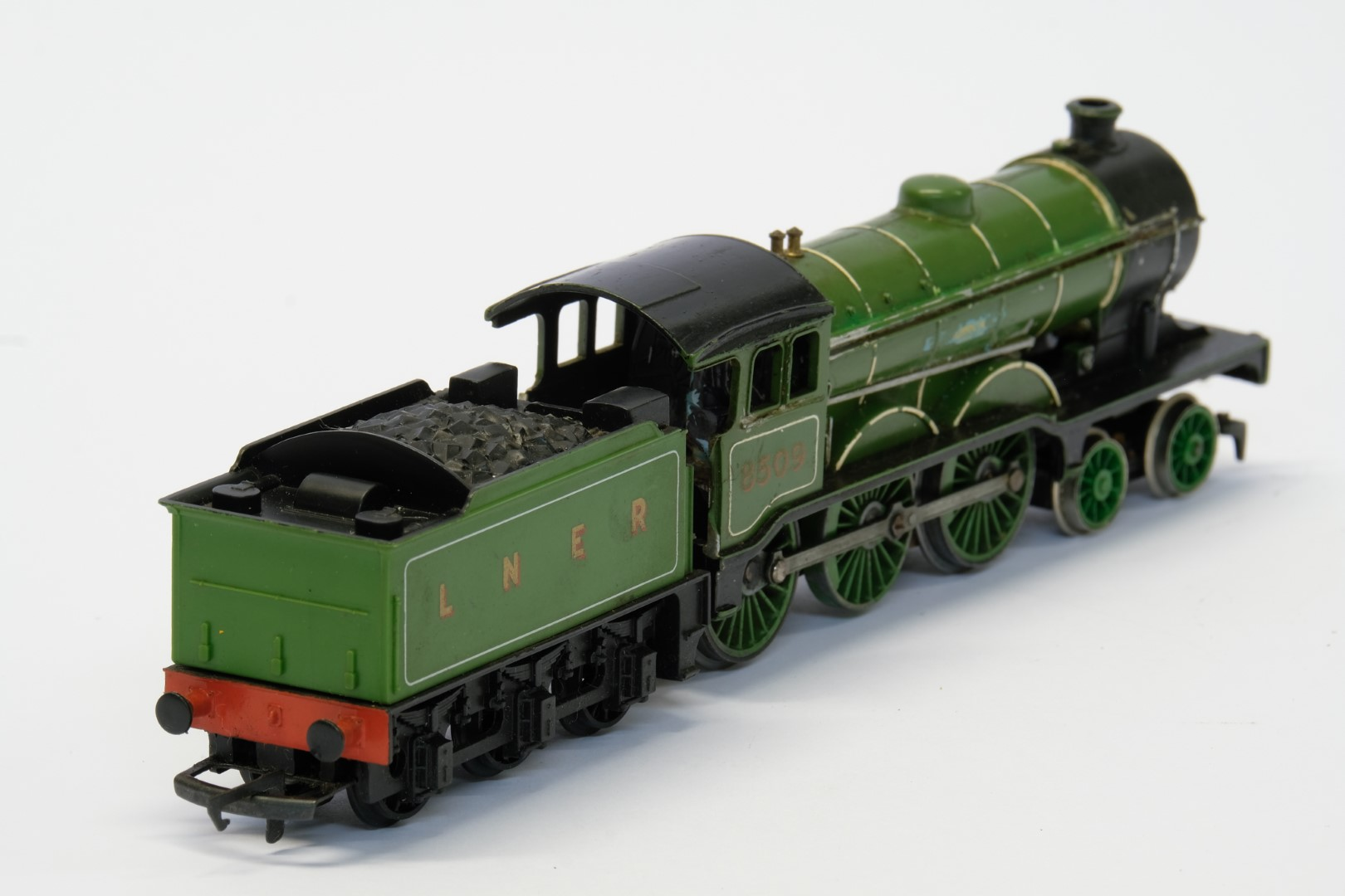 Hornby Class B12 4-6-0 8509 in LNER Green - No Box - Image 3 of 4
