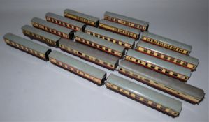 A collection of sixteen Double O gauge carriages (16).