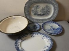 A set of Wedgewood graduated meat plates together lidded dishes, meat plates, large bowl decorated