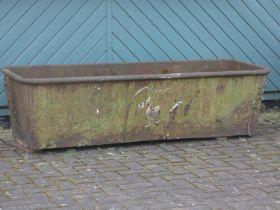 A Victorian cast iron bath/trough, 174 x 67 x 50 cm. PLEASE NOTE THIS IS HEAVY