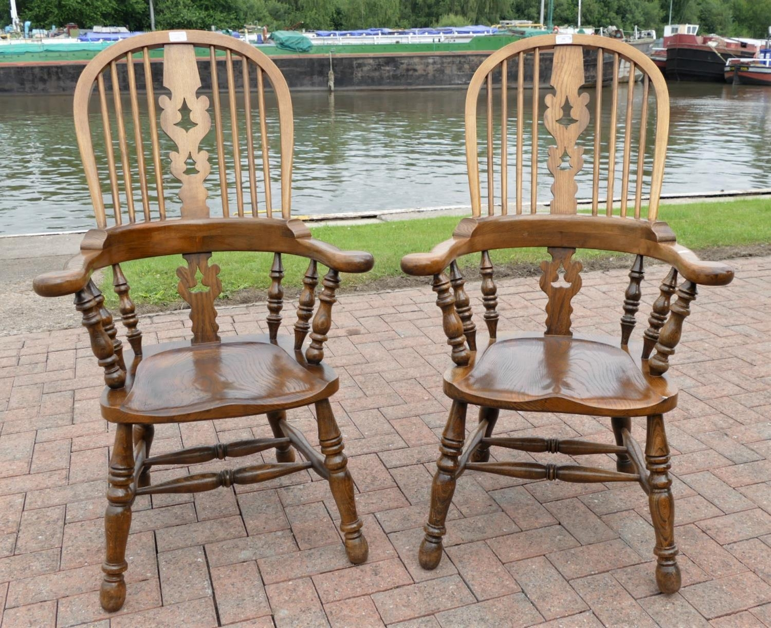 A pair of country oak farmhouse Windsor armchairs. seat height 42cm, seat depth, 42cm,