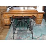 An early 20th Century Singer sowing treadle machine, model number 772424. With fold out mechanism