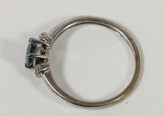 A 9ct white gold, probably blue topaz and diamond ring, P 1/2 and a 9ct gold amethyst ring, R, 3gm - Image 2 of 3