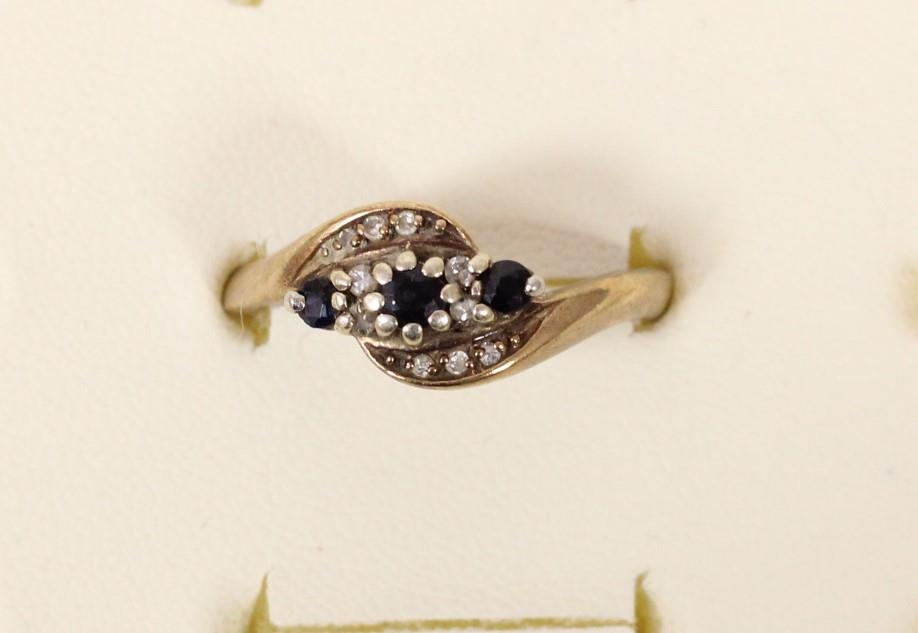A 9ct gold sapphire and diamond crossover ring, P, 3gm