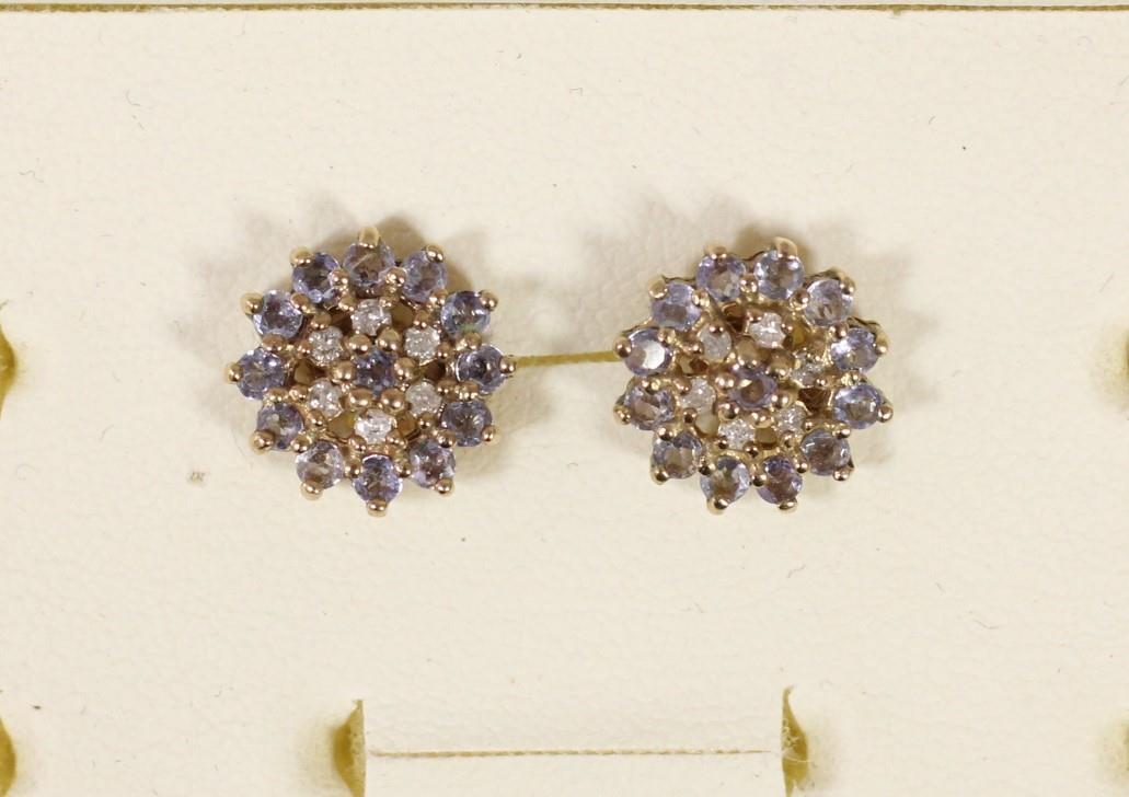 A pair of 9ct gold diamond set triple heart ear studs and another pair of diamond set ear studs, 5. - Image 3 of 5